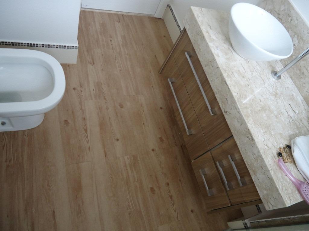 Colocación De Piso Flotante Vinílico Sistema Click Bella Vista  #453627 1024x768 Banheiro Com Piso Porcelanato Madeira