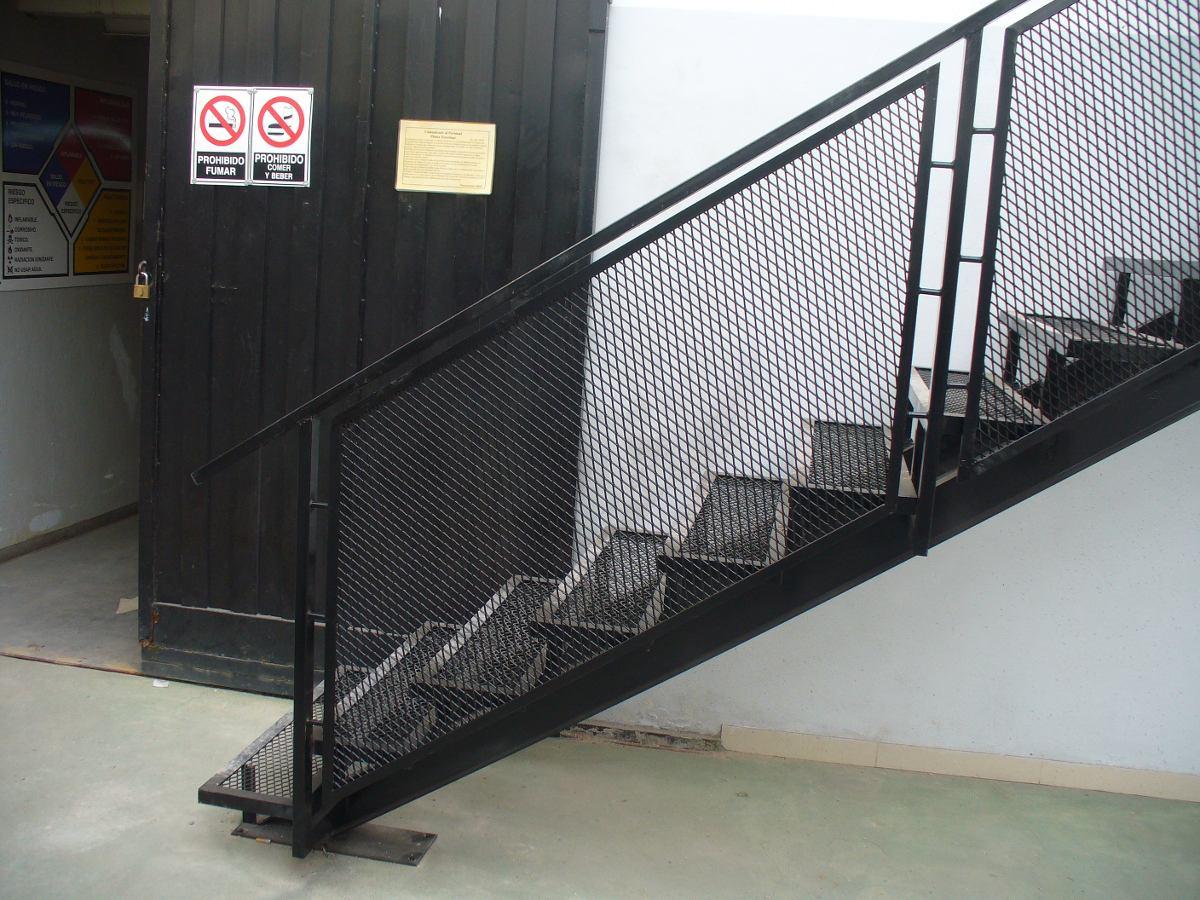 Herreria en gral rejas portones escaleras perimetrales for Como hacer escaleras de fierro