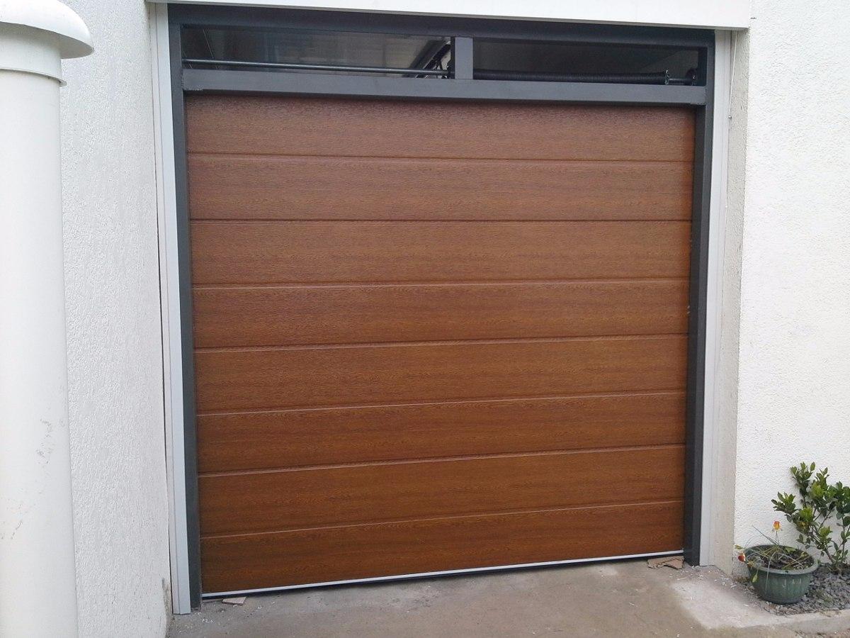 Porton seccional para garage venta y colocacion san jos for Puertas de madera para cochera