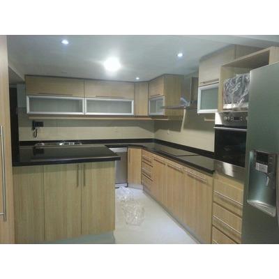 Amoblamientos de cocina muebles de cocina aereos bajo for Muebles modernos montevideo