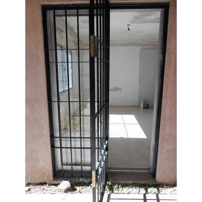 Rejas para ventanas puertas cerramientos estructuras for Cuanto sale una puerta